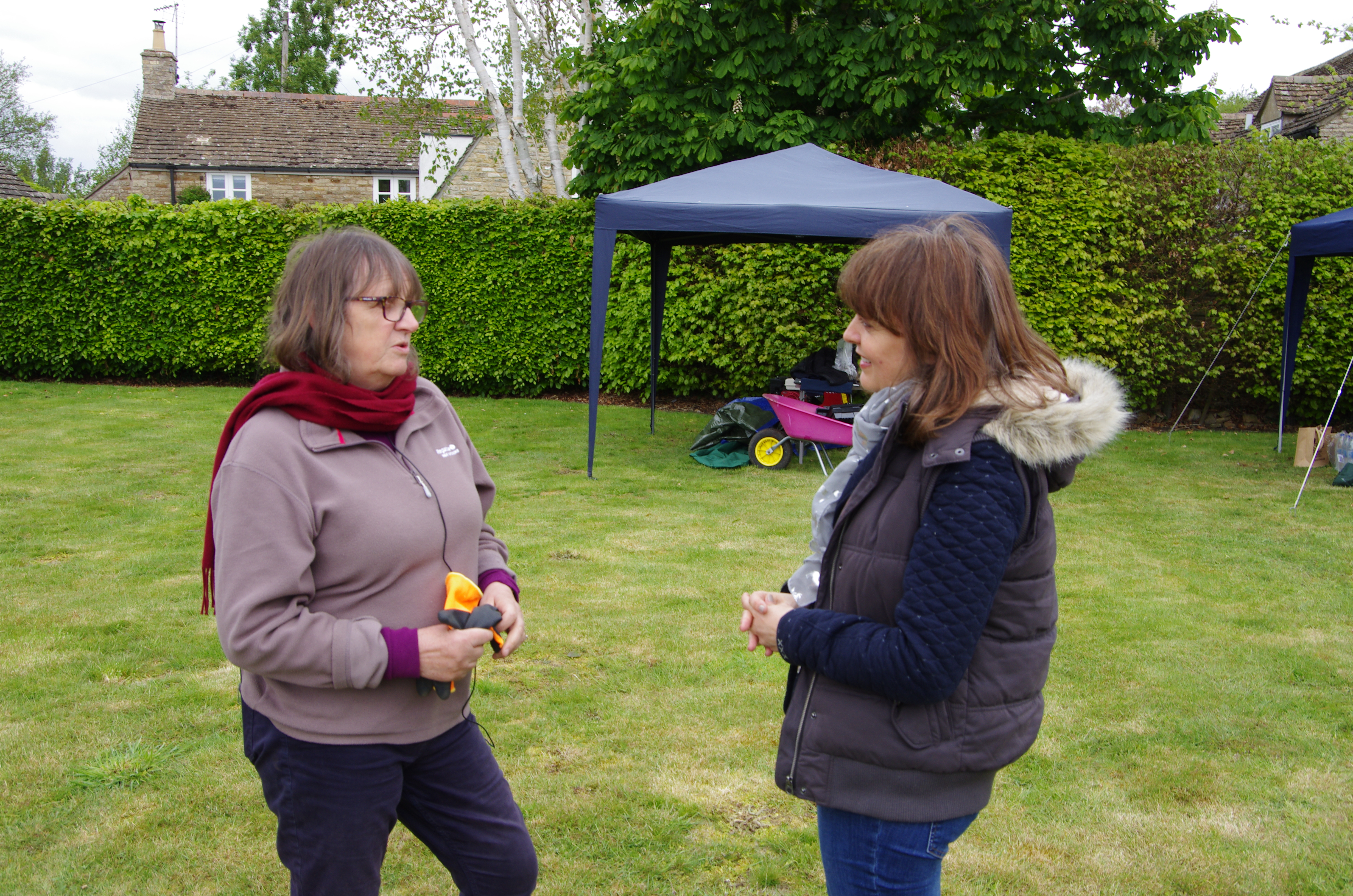 Conversing about the Palace of Collyweston on the site of an archaeological dig