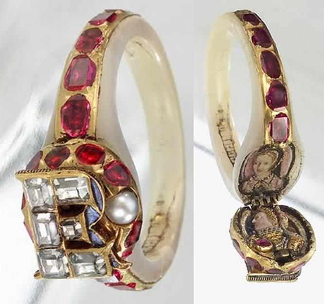 The Chequers' Ring with portraits visible