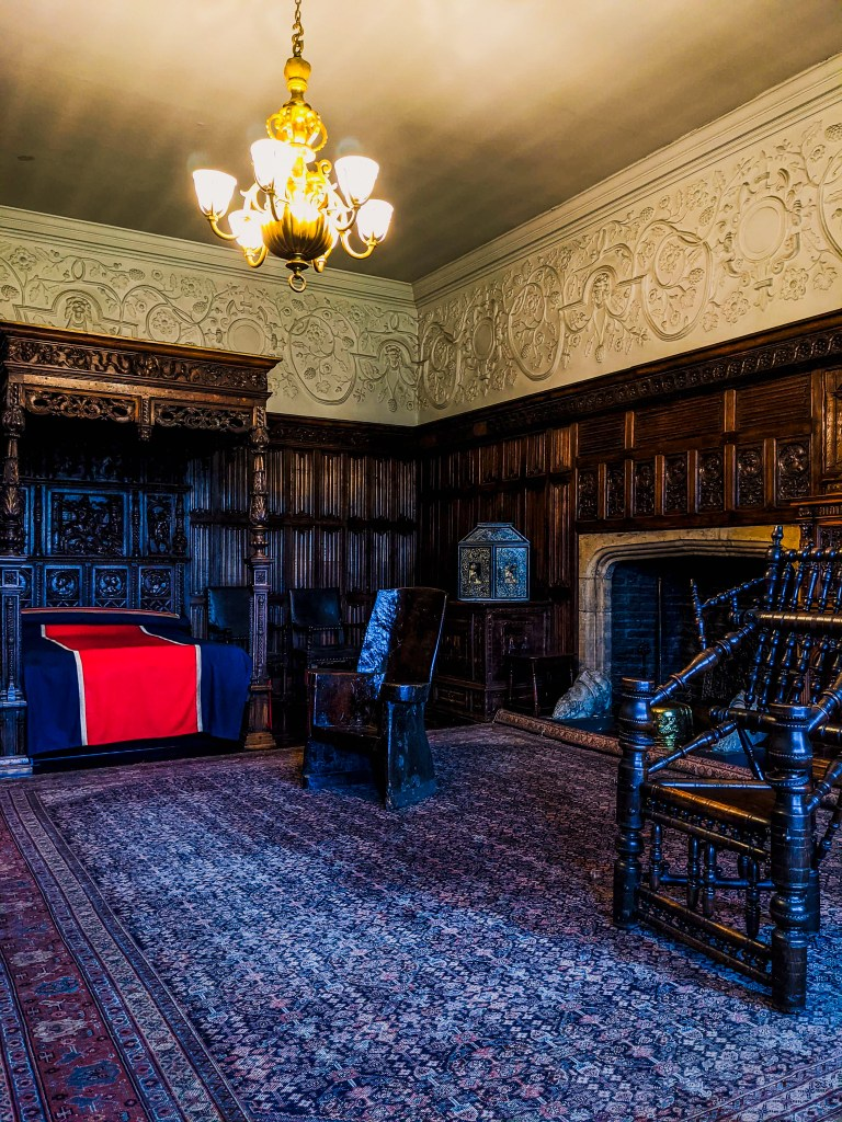 Henry VIII's bed in the Bretton room