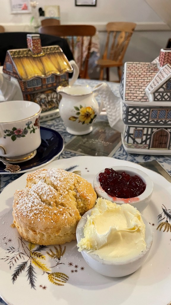 Cream tea, the very best of typically English things to do when visiting the UK